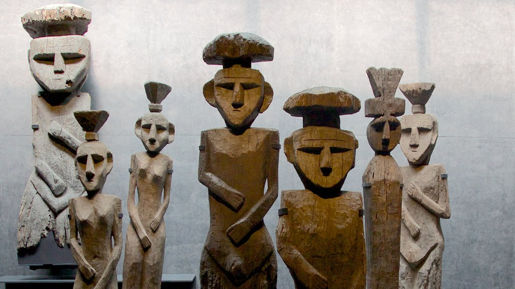 Museum of Chilean Precolombian Art which includes art and interior views