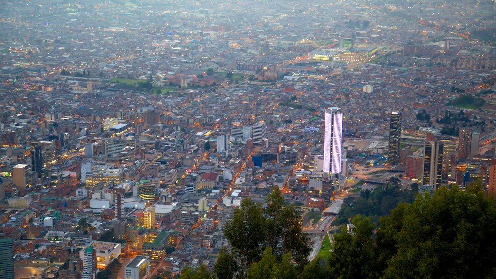 Torre Colpatria featuring a city