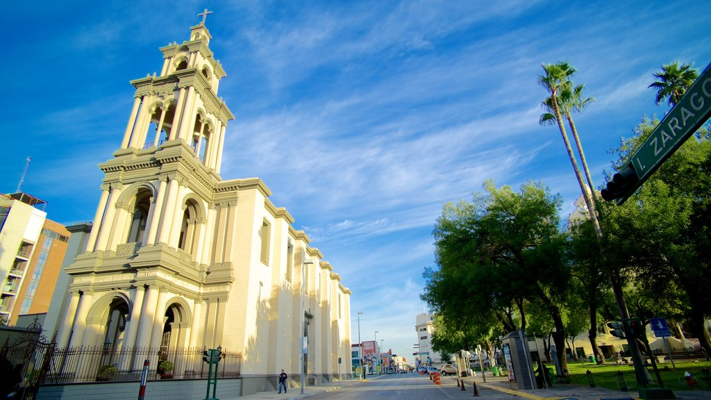 Iglesia Sagrado Corazon de Jesus showing street scenes and a church or cathedral