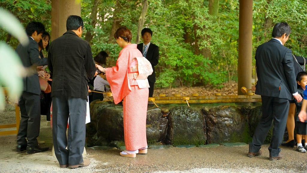 Atsuta Shrine featuring a temple or place of worship and religious elements as well as a large group of people