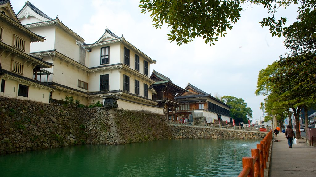Kokura Castle which includes a river or creek and a city