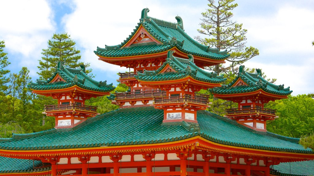 Heian Shrine showing a temple or place of worship and heritage architecture