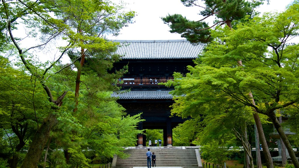 Nanzenji Temple showing a temple or place of worship and religious elements