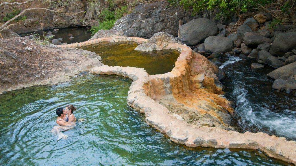 Guanacaste - Costa del Pacífico norte ofreciendo un río o arroyo y natación y también una pareja