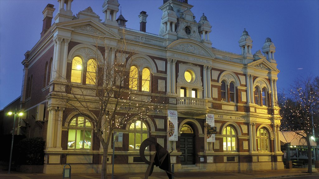 Albury showing heritage architecture and a city