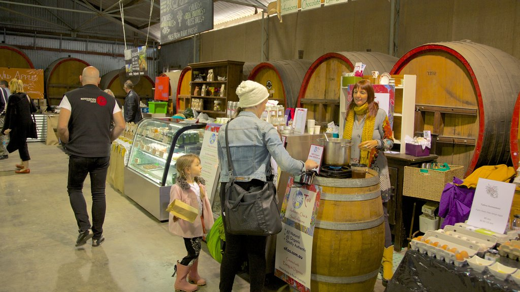 Barossa Valley which includes street scenes, food and markets