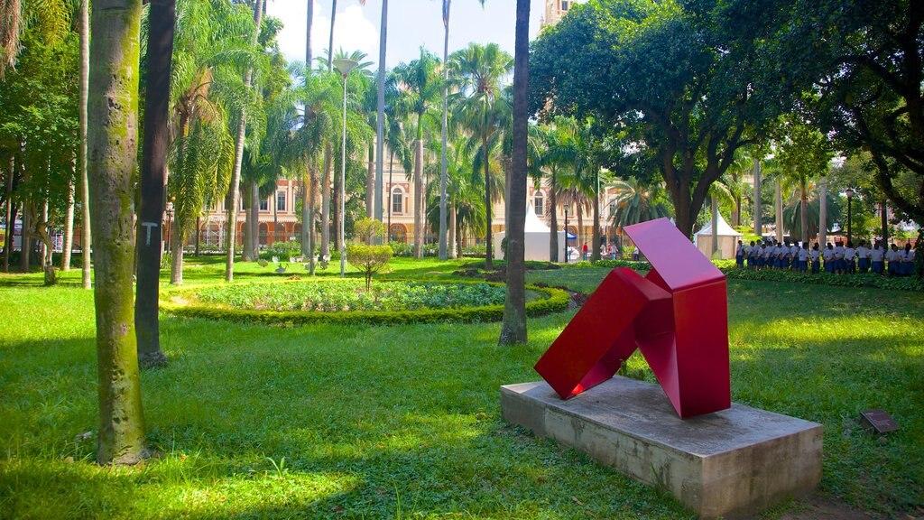 Itajai showing outdoor art, art and a garden