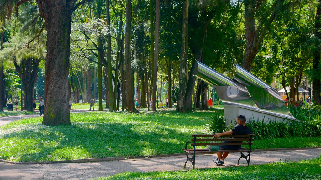 Itajai which includes a park, art and outdoor art