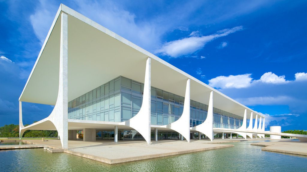 Planalto Palace which includes modern architecture, a pond and chateau or palace