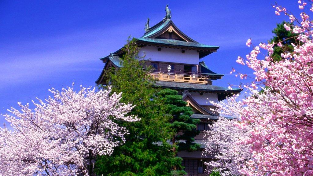 Nagano ofreciendo flores, un templo o lugar de culto y patrimonio de arquitectura