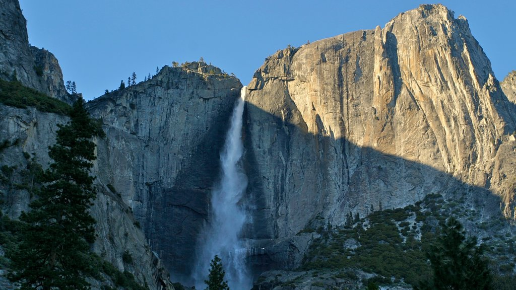 Yosemite Valley showing mountains and a waterfall