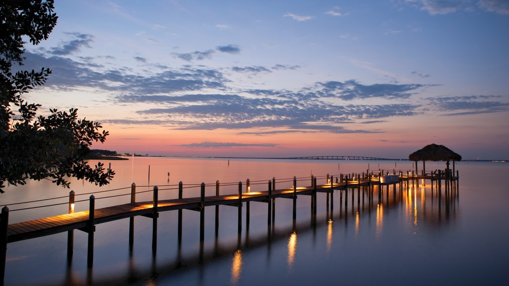 Fort Walton Beach - Destin que incluye vistas generales de la costa y una puesta de sol