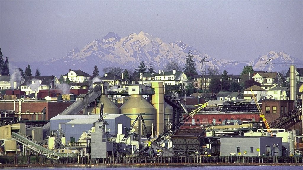 Everett featuring industrial elements