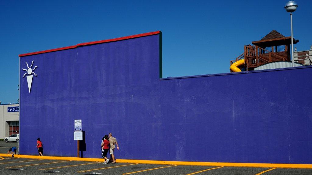 Everett featuring outdoor art