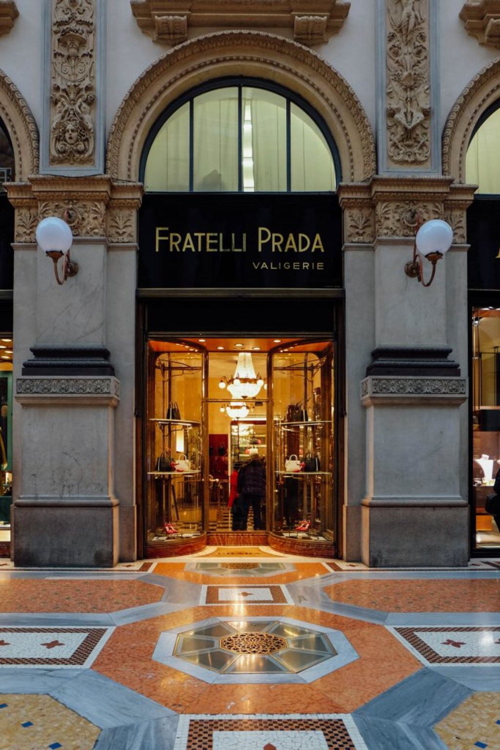 milan_shopping-original_prada