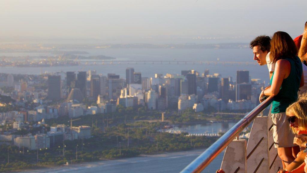 Morro Pan de Azúcar mostrando una ciudad