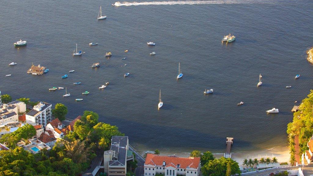 Morro Pan de Azúcar mostrando una bahía o puerto