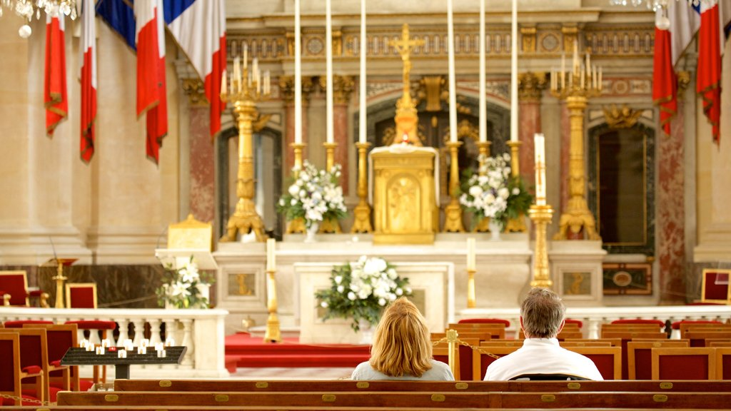 Les Invalides which includes heritage architecture, religious elements and a church or cathedral