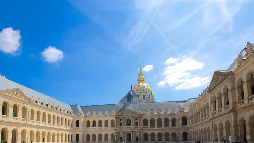 Les Invalides showing heritage architecture
