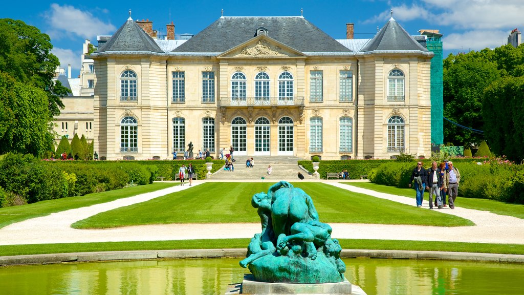 Paris showing heritage architecture, a pond and a garden