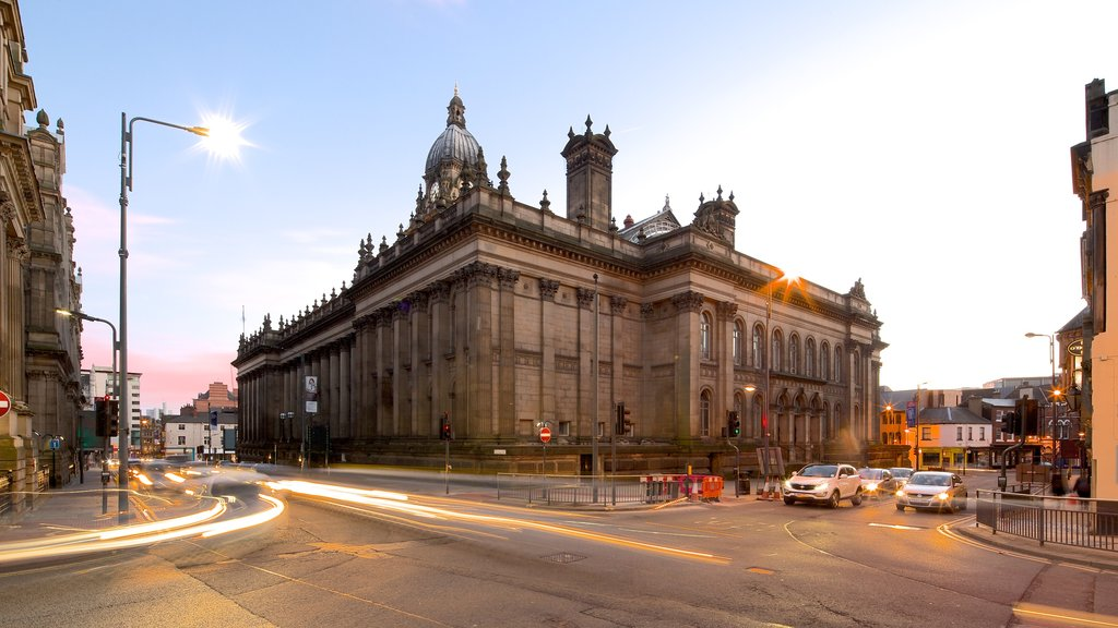 Leeds Town Hall featuring street scenes and heritage architecture