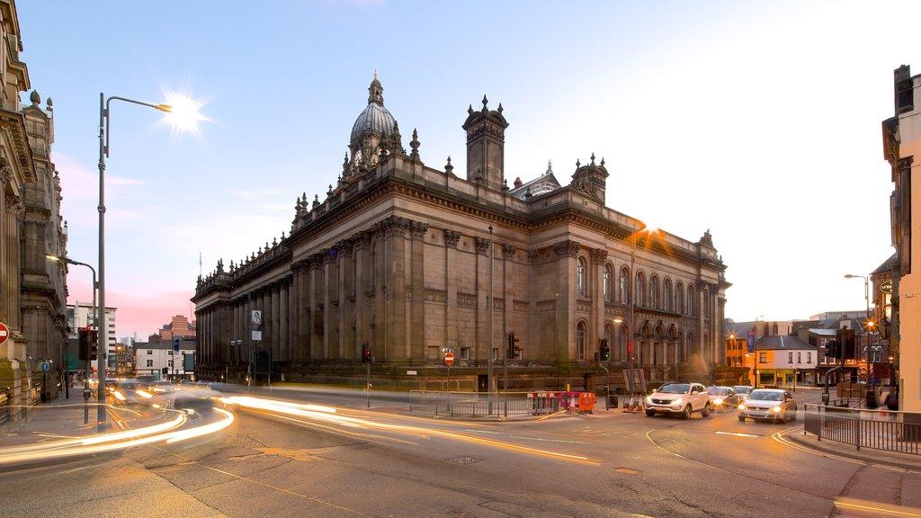 Ayuntamiento de Leeds que incluye escenas urbanas y patrimonio de arquitectura
