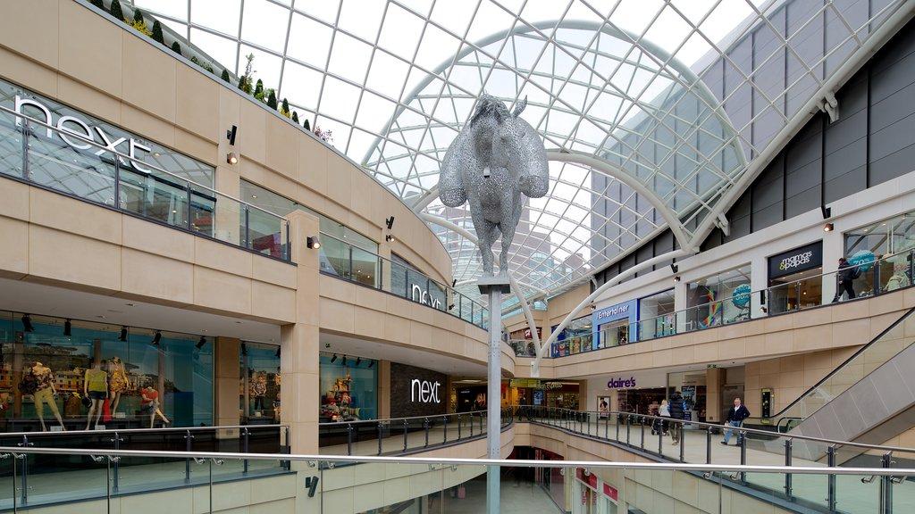 Centro comercial Trinity Leeds mostrando arquitectura moderna y vistas interiores