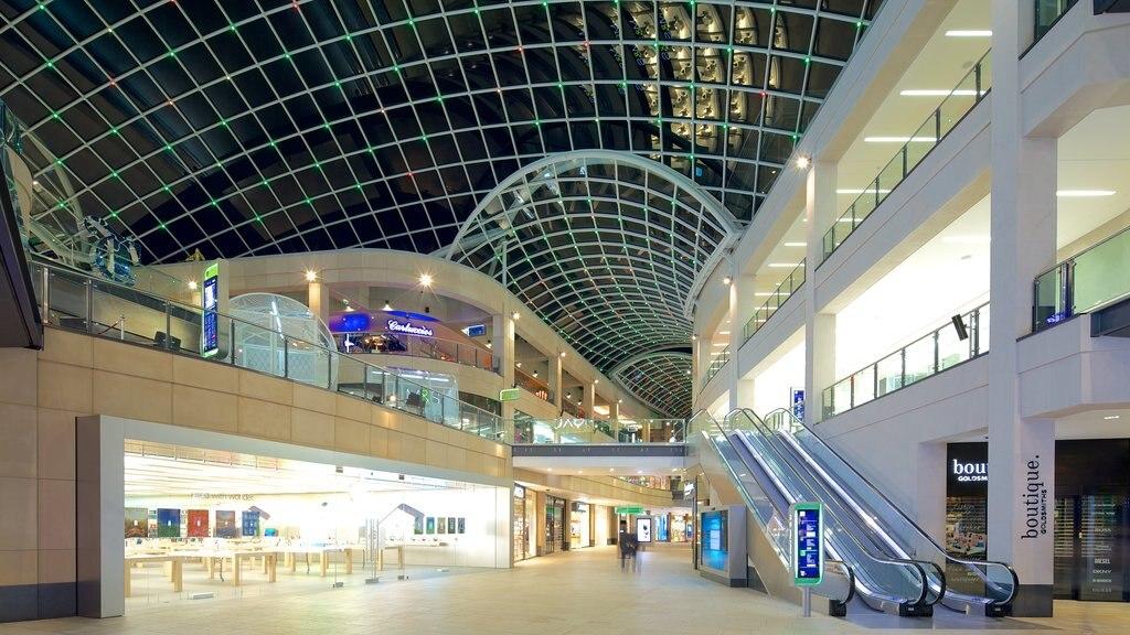 Centro comercial Trinity Leeds mostrando vistas interiores