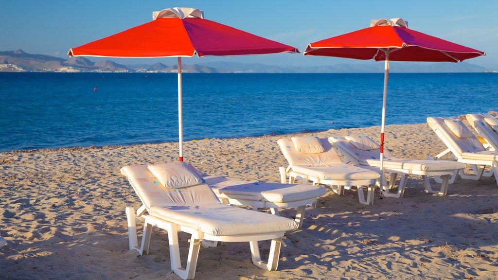 Tigaki Beach which includes a sandy beach