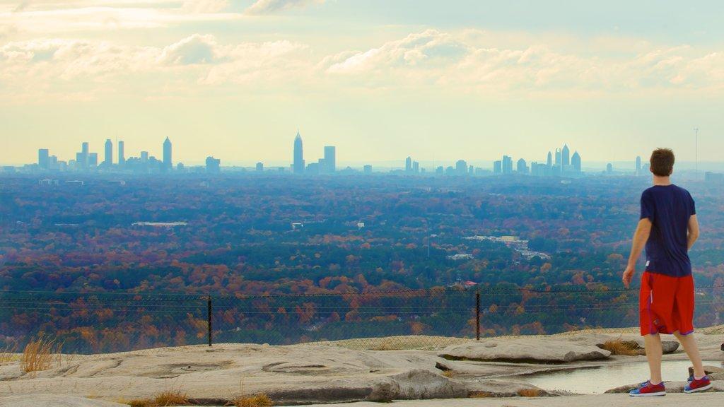 Georgia que incluye vistas y horizonte y también un hombre