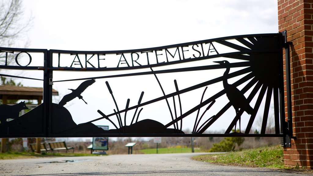 Lake Artemesia which includes signage