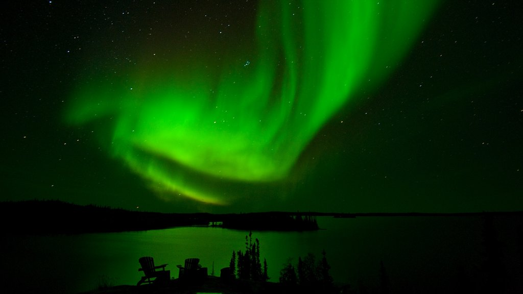 Northwest Territories which includes northern lights and night scenes