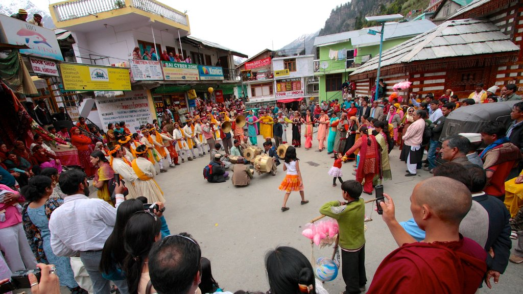 Manali featuring performance art, street performance and street scenes