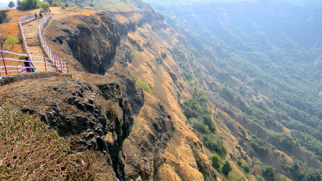 Mahabaleshwar featuring mountains