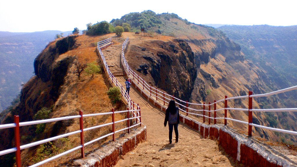 Mahabaleshwar which includes mountains and hiking or walking