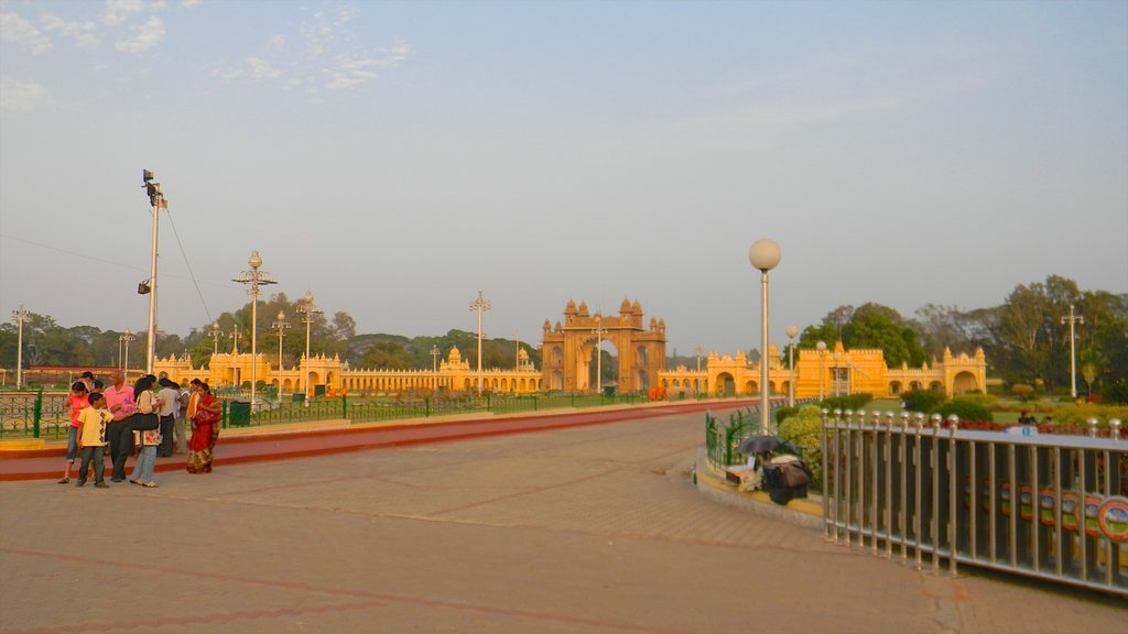 Mysore showing street scenes