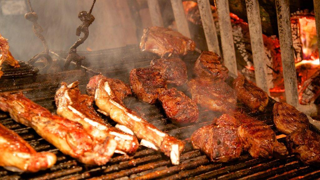 Mercado Agricola de Montevideo showing food