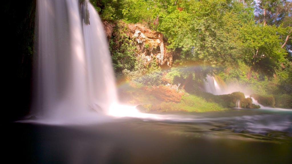Antalya que incluye vistas de paisajes, una cascada y escenas forestales