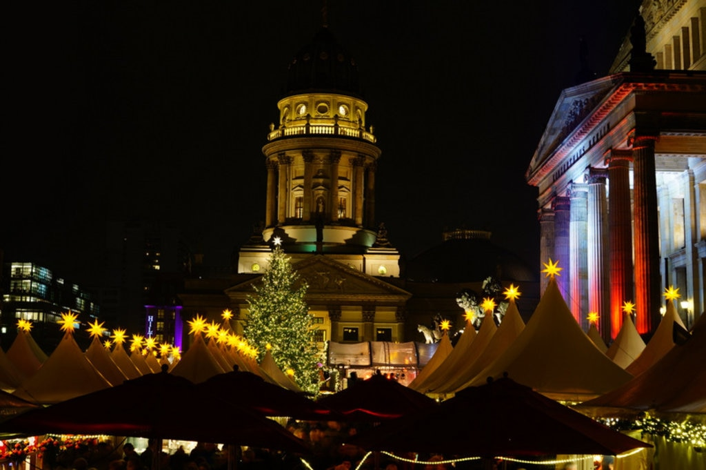 The pretty lights of the Gendarmenmarkt market. Image by Gitta Zahn via CC 2.0 licence.