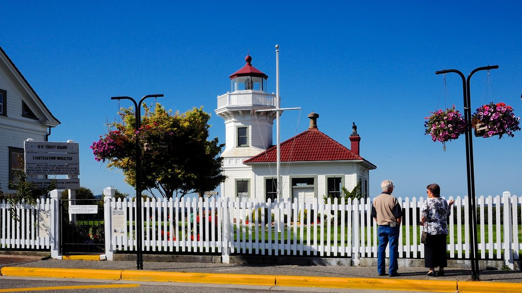 Mukilteo showing street scenes as well as a couple