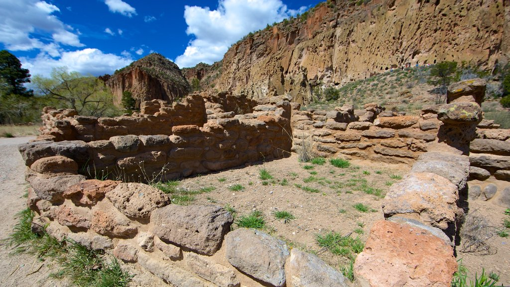 Bandelier National Monument featuring building ruins