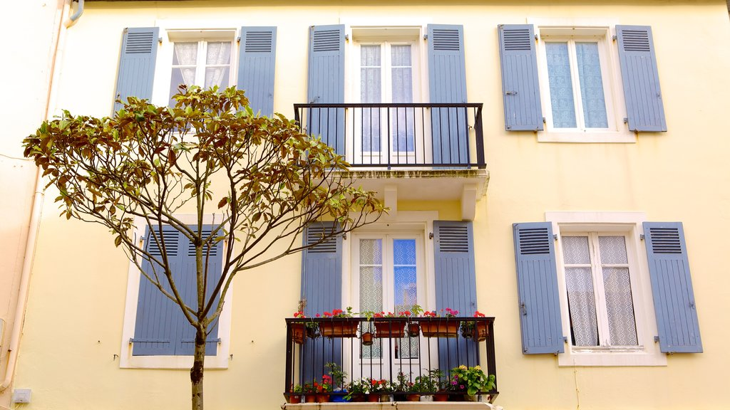Biarritz which includes a house