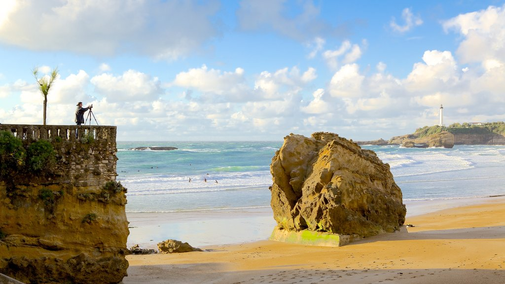 Biarritz showing a sandy beach