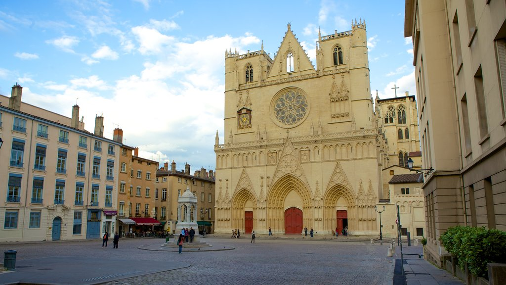 St. Jean Cathedral featuring a church or cathedral, religious elements and a square or plaza