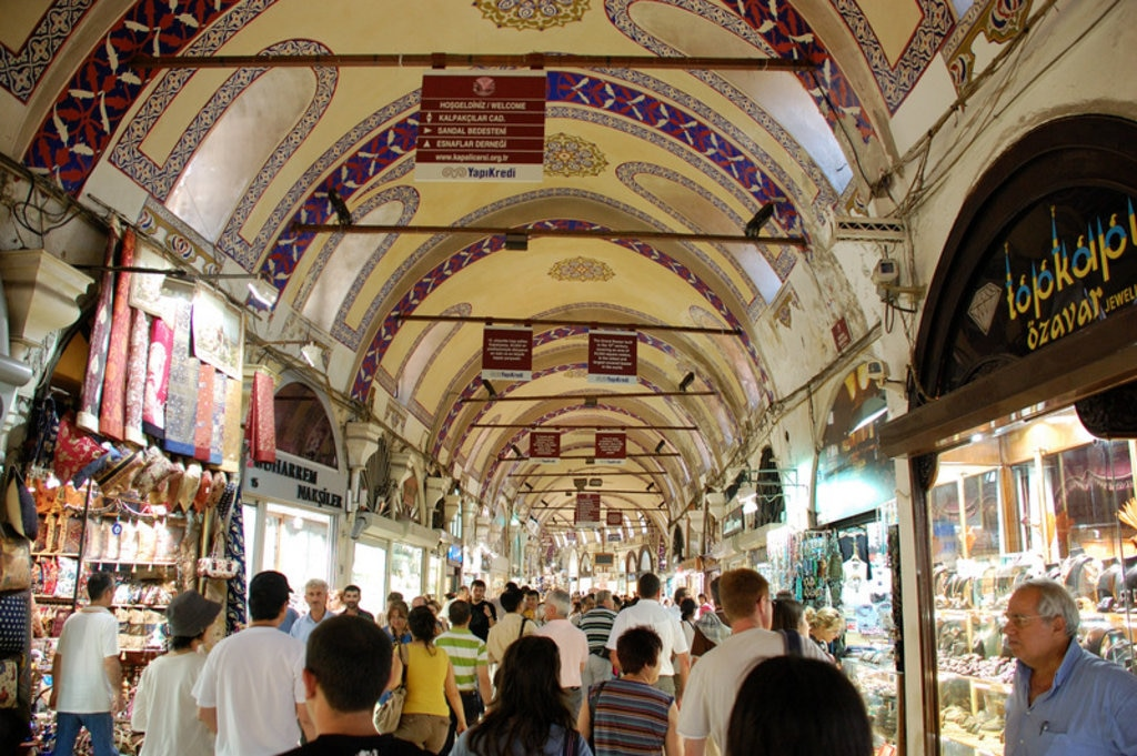 One of the numerous corridors within the Grand Bazaar. Image credit: Ming-yen Hsu.