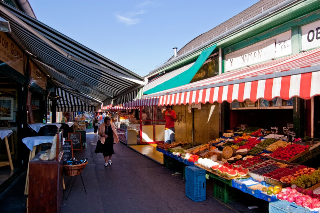 The perfect market for a sunny day - Vienna's Naschmarkt. Image credit: Markus Tacker.