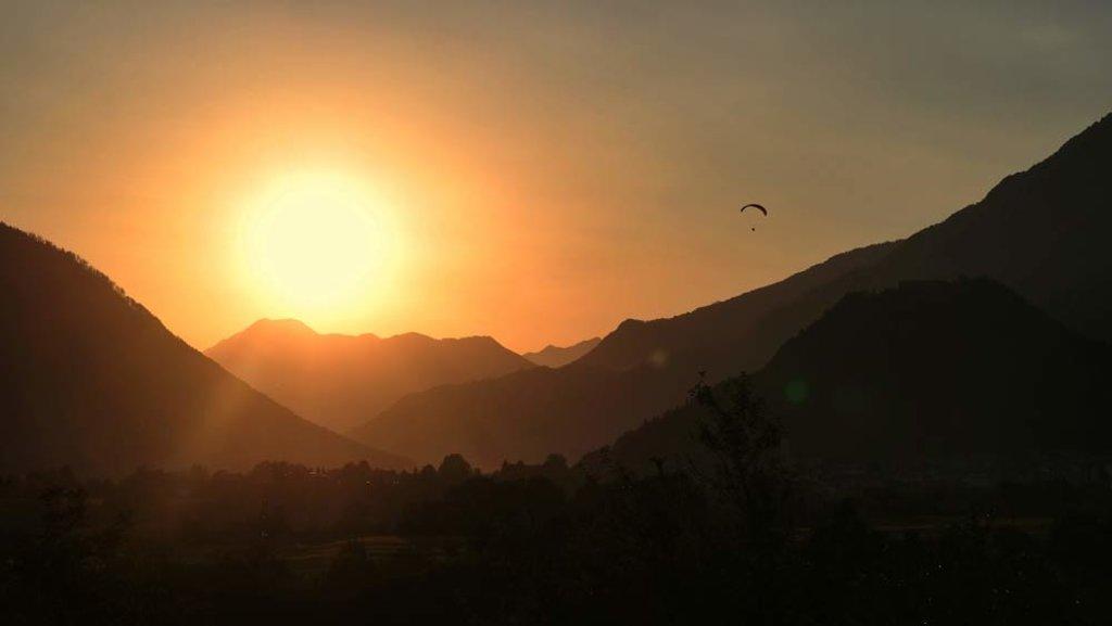 soca-valley-slovenia-paragliding-silouete-sunset