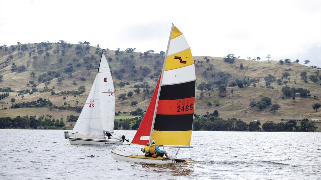 Albury showing a lake or waterhole and sailing
