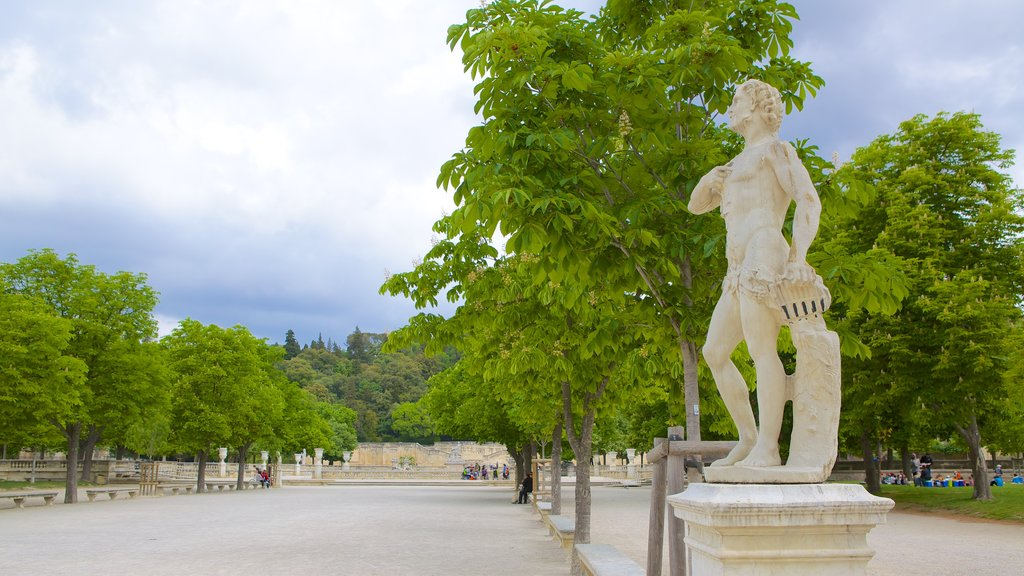Nimes showing a square or plaza and a statue or sculpture