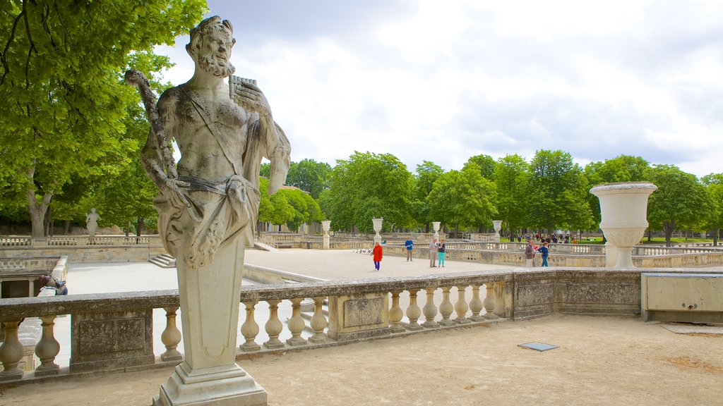 Nimes showing heritage elements and a statue or sculpture